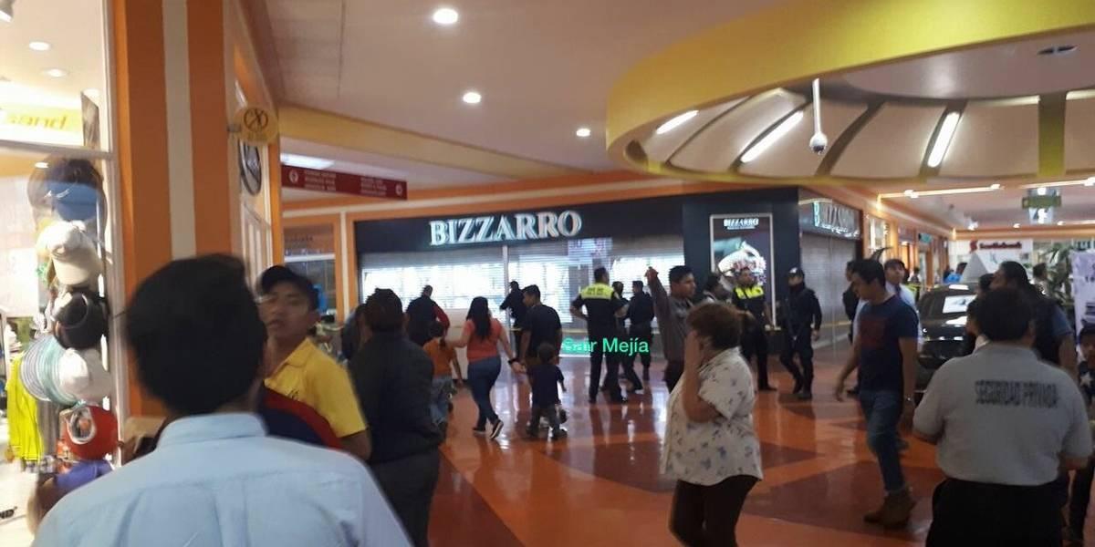Reportan asalto en joyería de Plaza Aragón