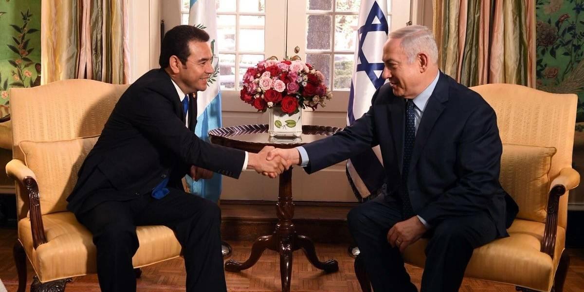 Bandera de Guatemala ya ondea en Jerusalén; abrirá embajada este 16 de mayo