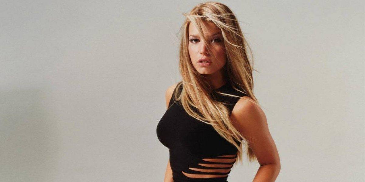 Critican a Jessica Simpson por lucir figura en bikini y con algunas libras de más