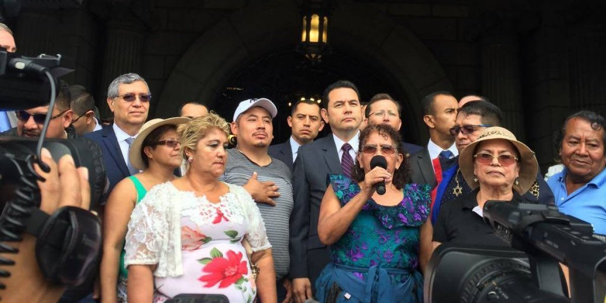 Vendedores del mercado La Terminal expresan respaldo al presidente Jimmy Morales