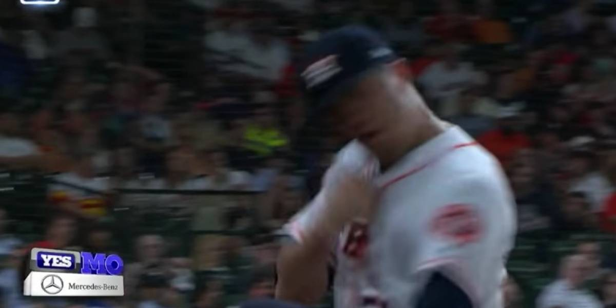 VIDEO: Pitcher recibe 'home run' y se golpea en el rostro por la frustración