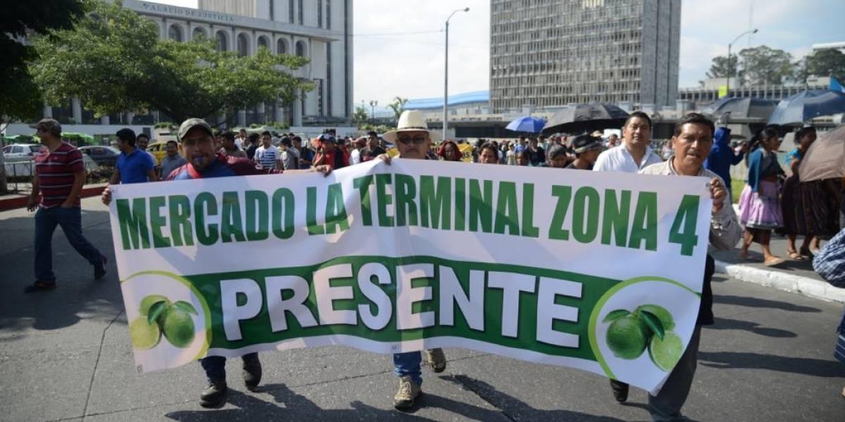 ¿Para qué son los vales entregados a comerciantes de la Terminal que participan en manifestación?