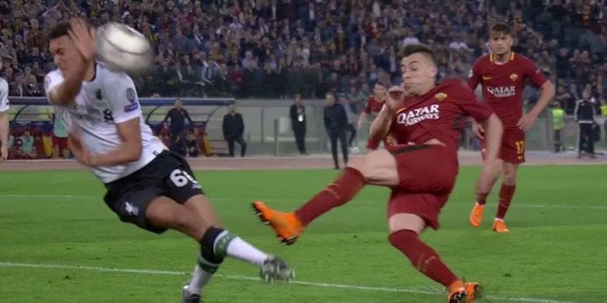 ¿Y acá no alegan? El penalazo que no le cobraron a la Roma ante Liverpool en la Champions