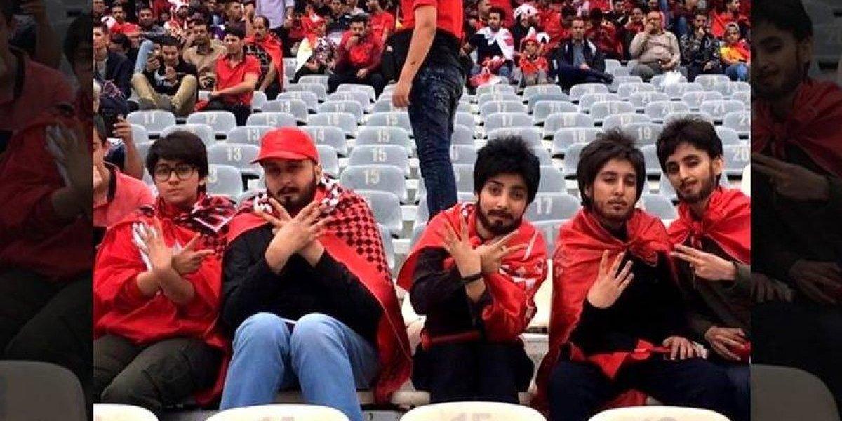 VIDEO: Mujeres se disfrazan de hombres para poder entrar a un estadio de futbol