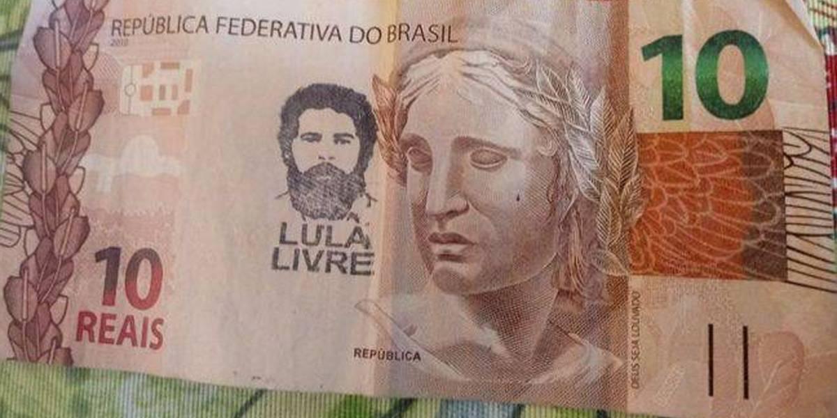 Restaurante que recusou notas com 'Lula Livre' pede desculpas e diz que aceitará cédulas carimbadas