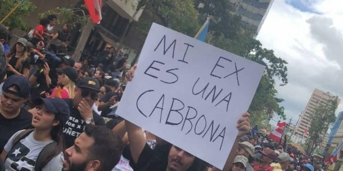 Desde Bad Bunny a la ex, se ponen creativos con las pancartas de protesta