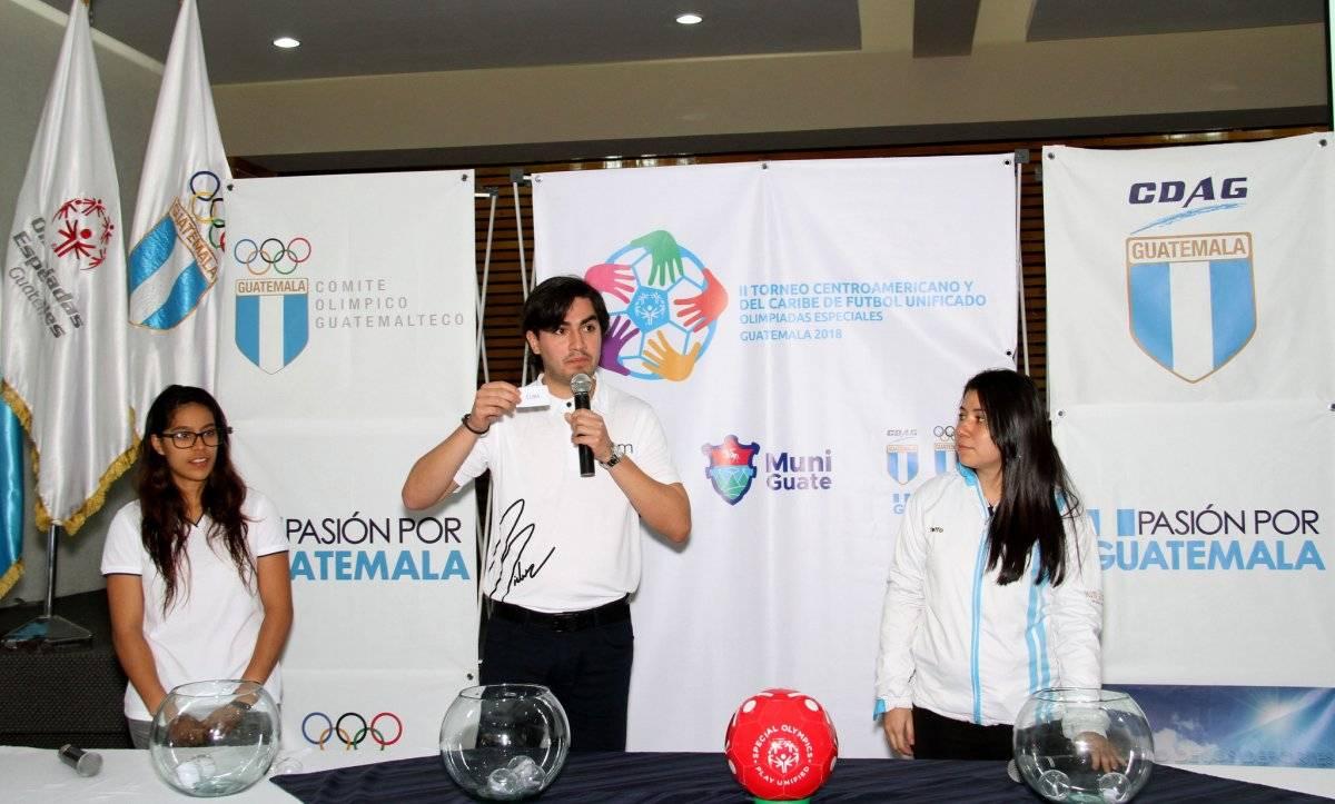 En conferencia de prensa se hizo el respectivo sorteo de grupos.