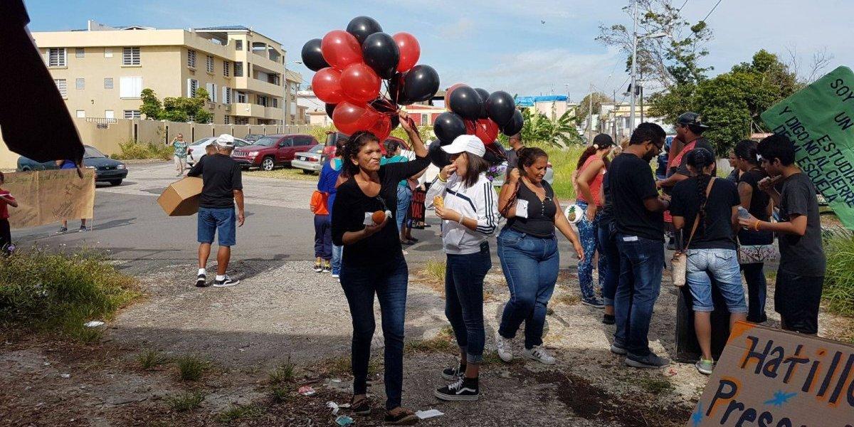 Hacen funeral contra cierres de escuelas en Arecibo