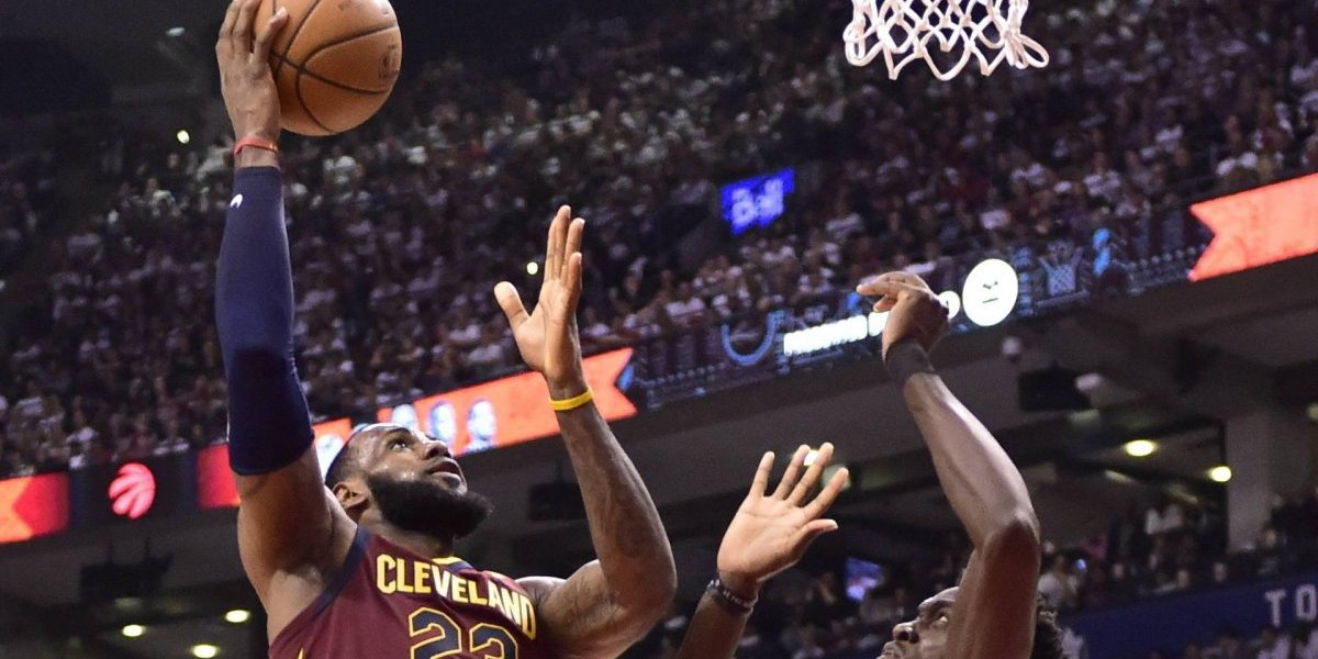 Otra descomunal exhibición de LeBron James deja a Cleveland cerca de la final del Este en la NBA