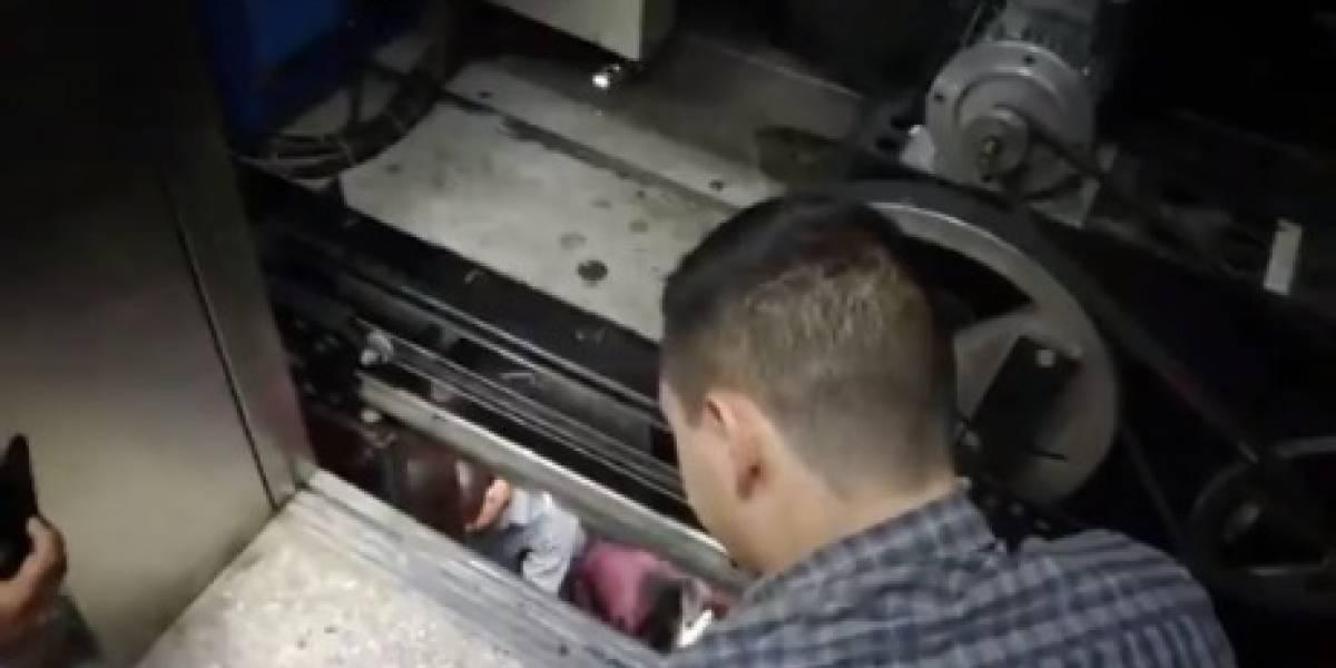 VIDEO. Momentos de tensión para sacar a personas que quedaron encerradas en elevadores de Tribunales