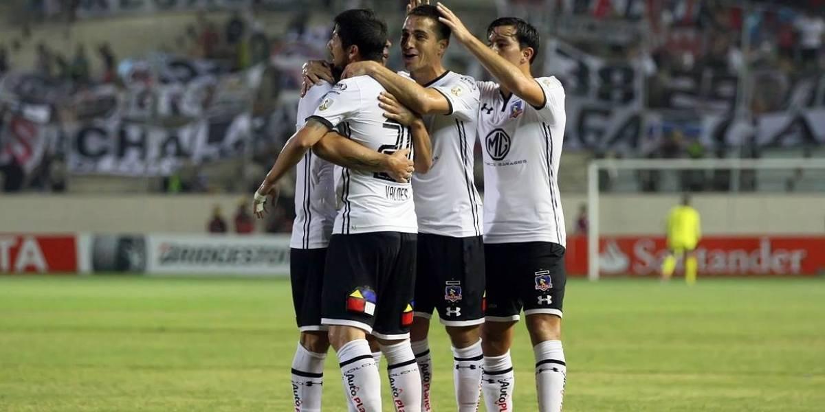 Colo Colo saca la cabeza del agua a costa del Delfín en la Libertadores