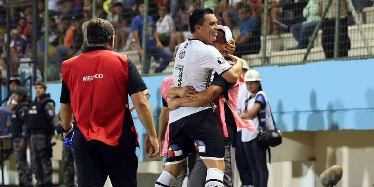 """Esteban Paredes dedicó el récord a sus compañeros: """"Ellos hacen todo para que pueda seguir batiendo marcas"""""""
