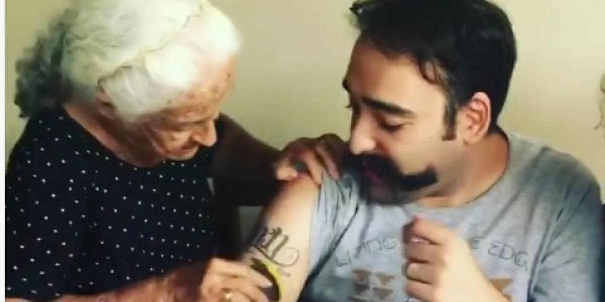 Avó vira meme ao tentar apagar tatuagem do neto com esponja