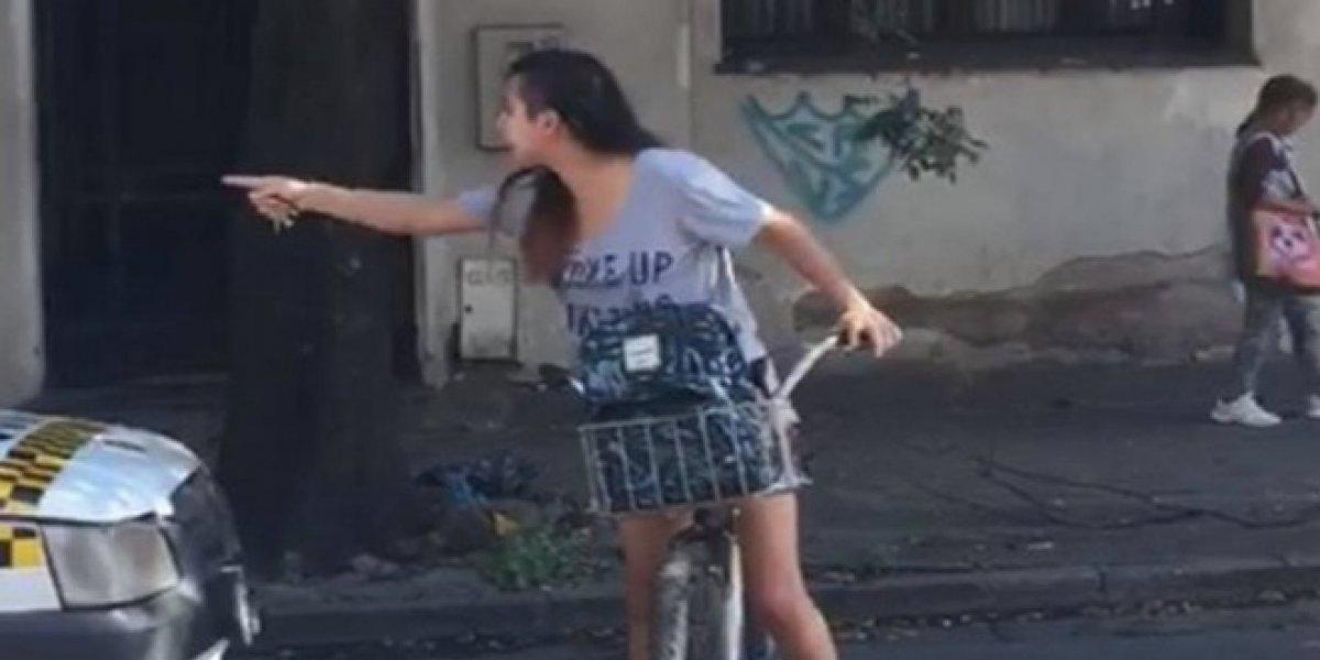 VIDEO. Joven acosada por taxista detiene el tráfico y lo obliga a pedir perdón