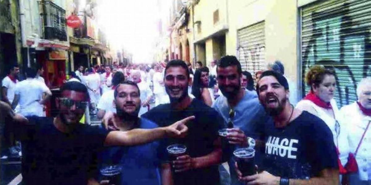 """""""¿Un nuevo delito?"""": Se filtran nuevas fotos de """"La Manada"""" posando con armas antes del ataque de San Fermín"""