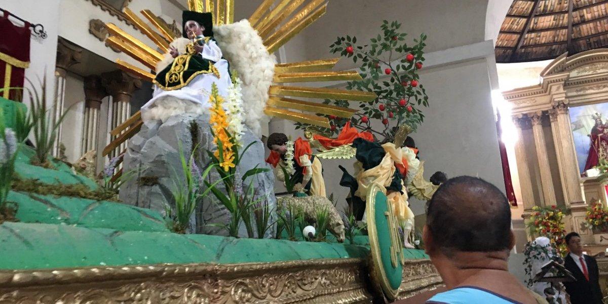 Amatitlán celebra su día principal de feria con procesión acuática