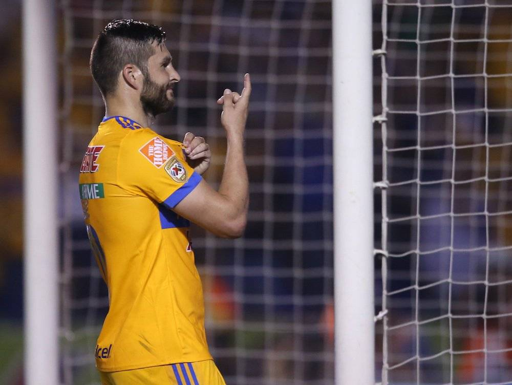Gignac cobró a la perfección el penal para el 2-0. / Israel Salazar / Publimetro
