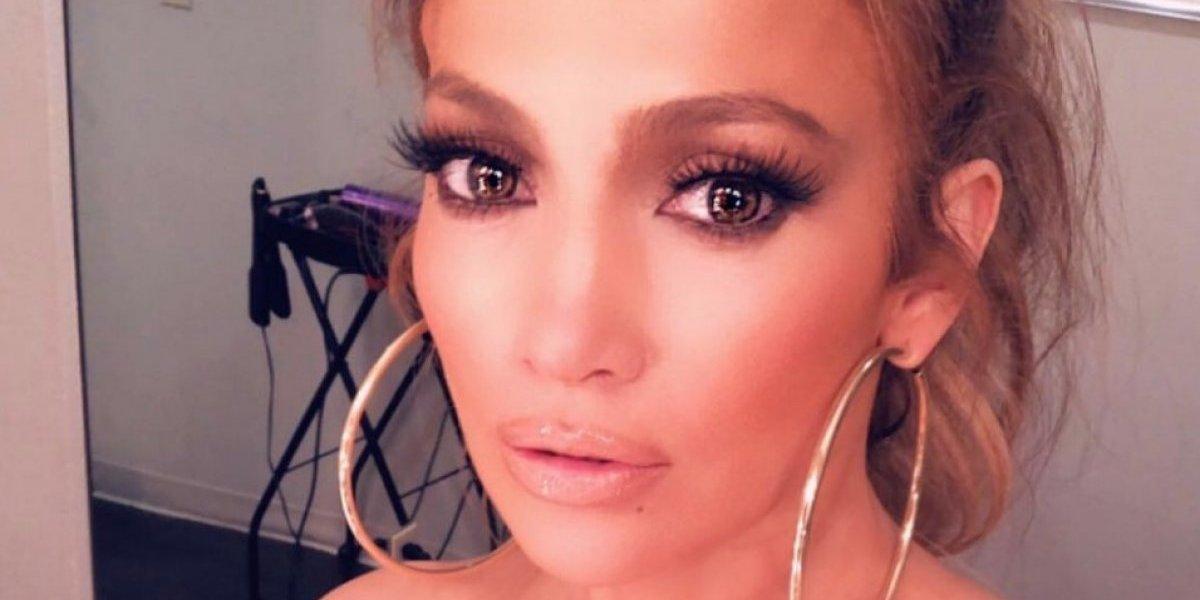 Jennifer López mostró su faja por accidente en programa de televisión