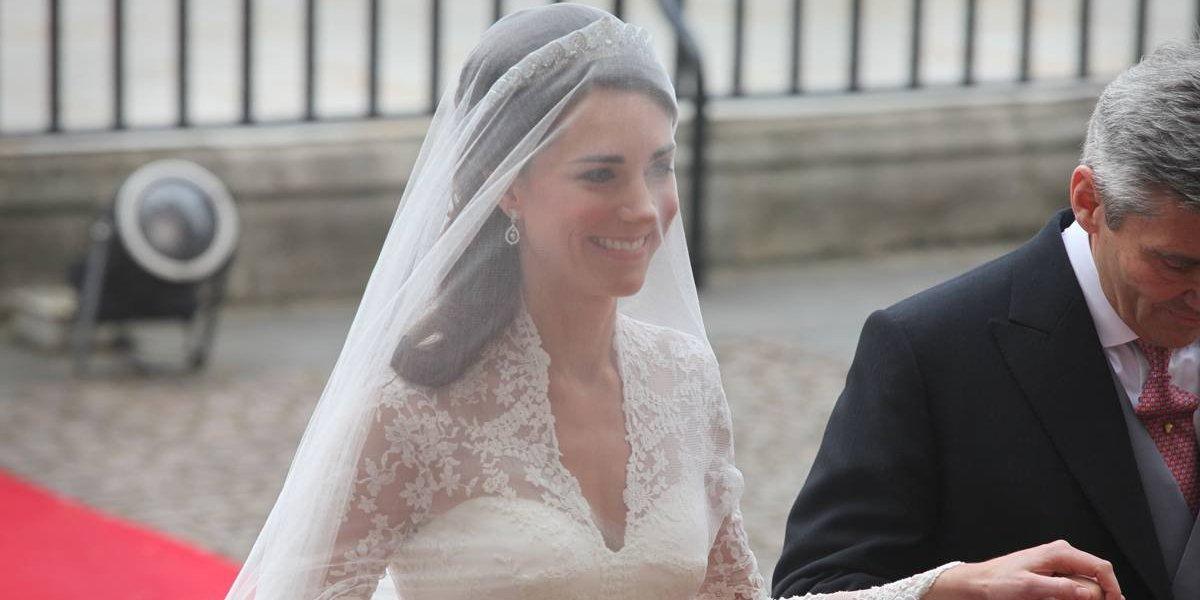 7 anos depois de casamento, fatias do bolo de William e Kate vão à leilão