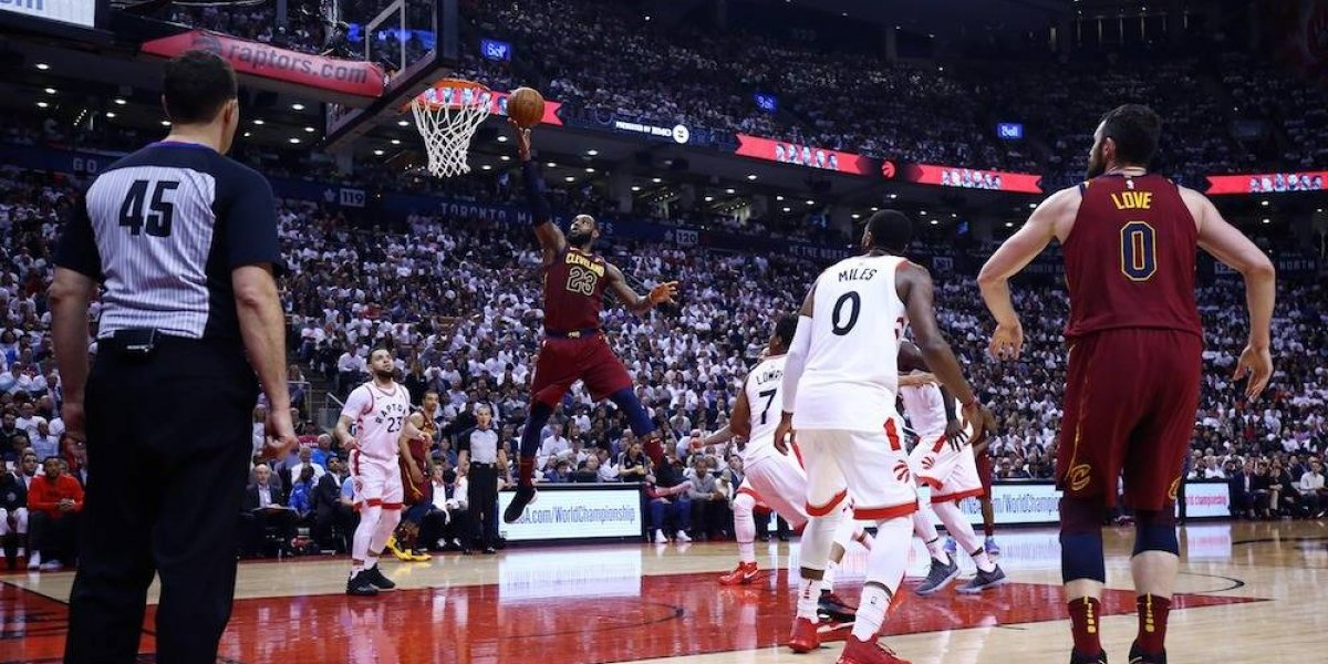 Un LeBron James imparable conduce segunda victoria de Cavs sobre Raptors