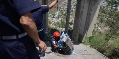Rescate de fallecido en puente El Incienso