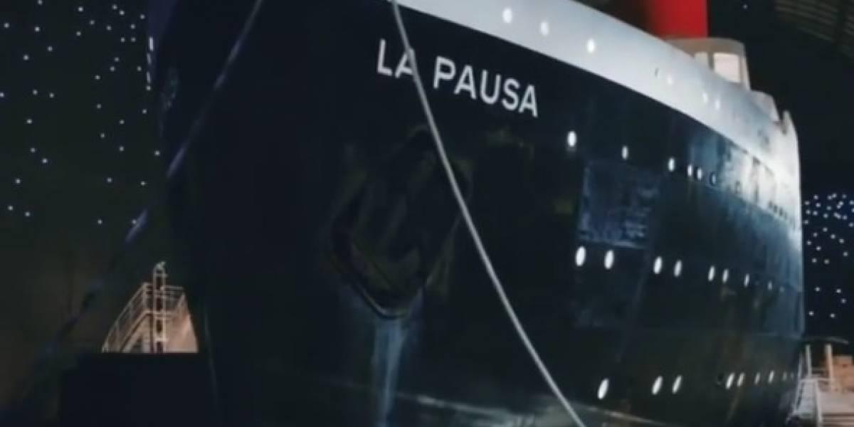Chanel surpreende e coloca réplica de navio no meio da passarela