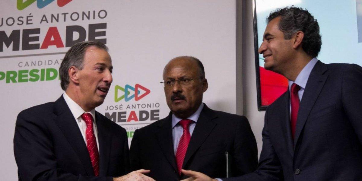 Ochoa Reza deja dirigencia del PRI; lo sustituye René Juárez Cisneros