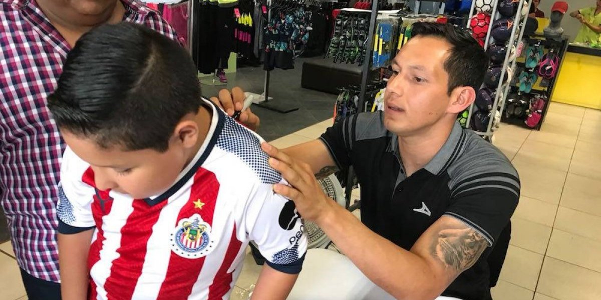 Cota sueña con quedarse en Chivas para jugar el Mundial