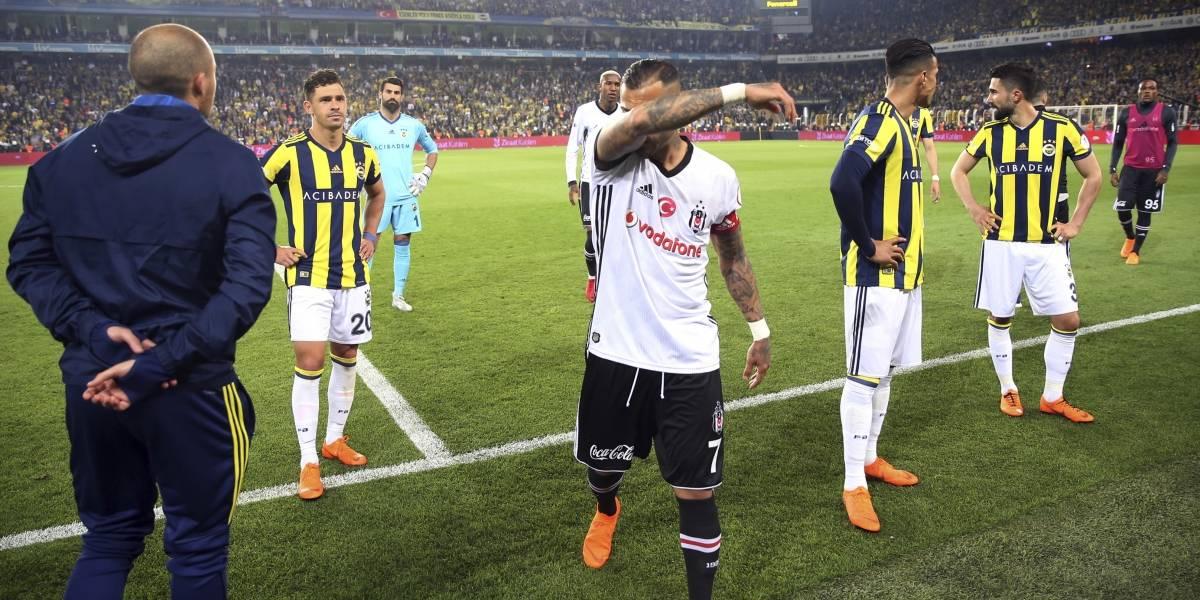 """Besiktas de Medel hizo """"la gran"""" Vallenar: No se presentó a la semifinal de la Copa de Turquía y fue suspendido por un año"""
