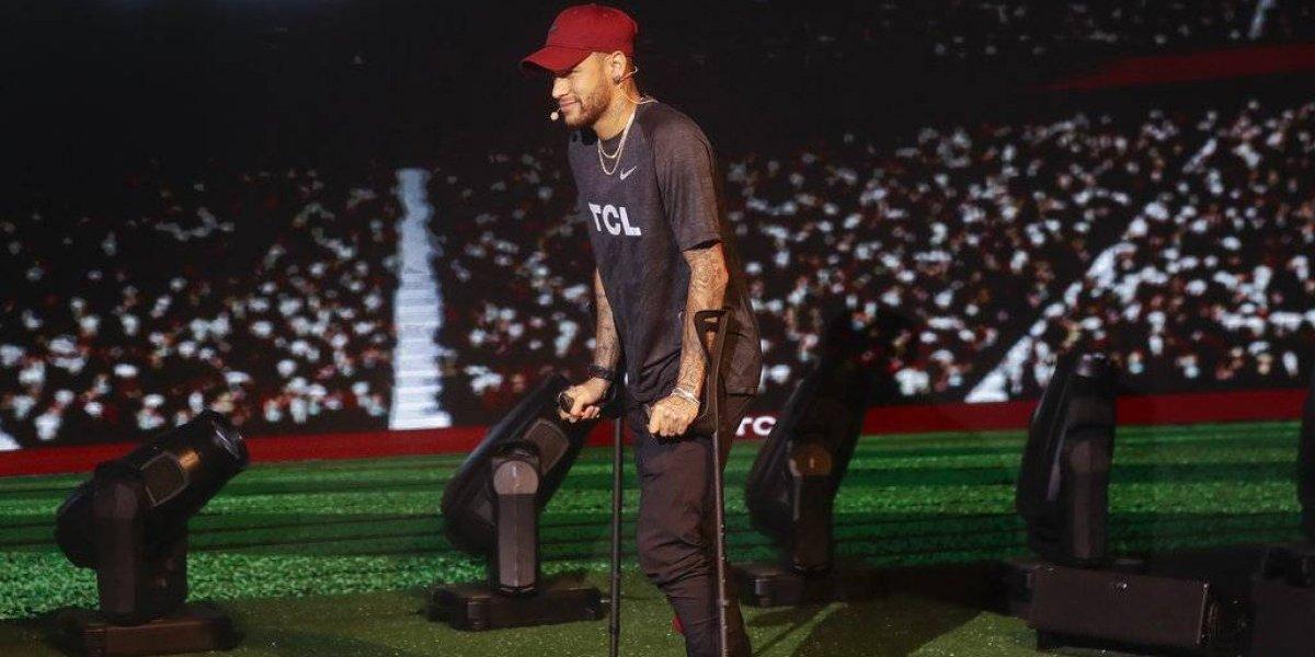 Neymar vuelve a Francia para continuar recuperación