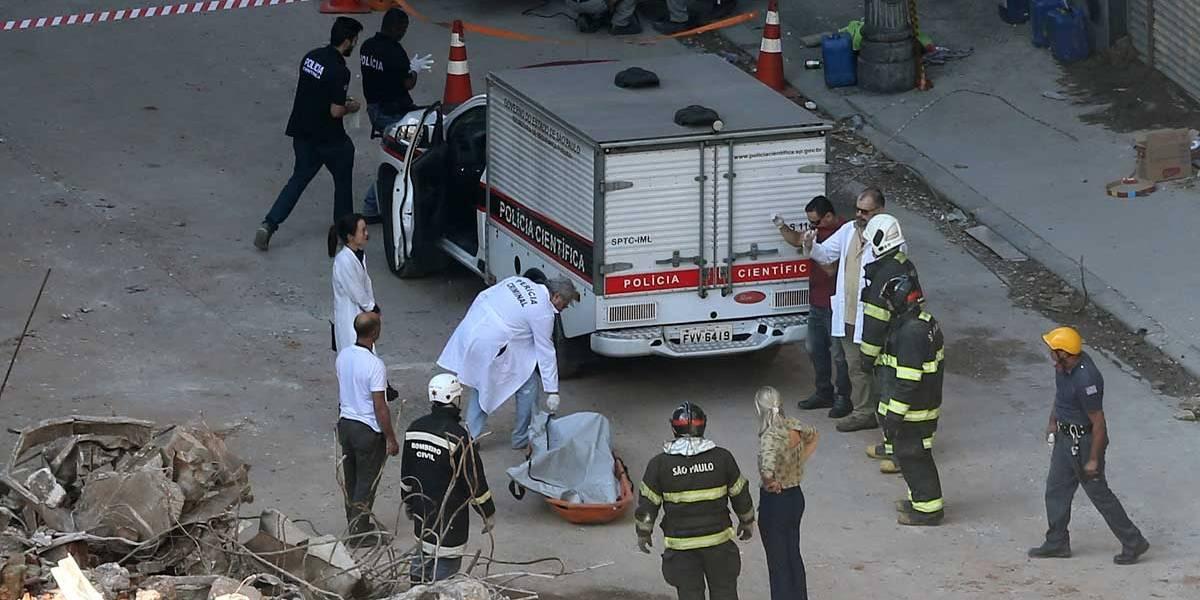 Bombeiros localizam um corpo sob os escombros de prédio que desabou de SP