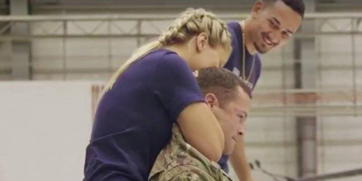 VIDEO. Famosa luchadora de la UFC deja inconsciente a un soldado estadounidense