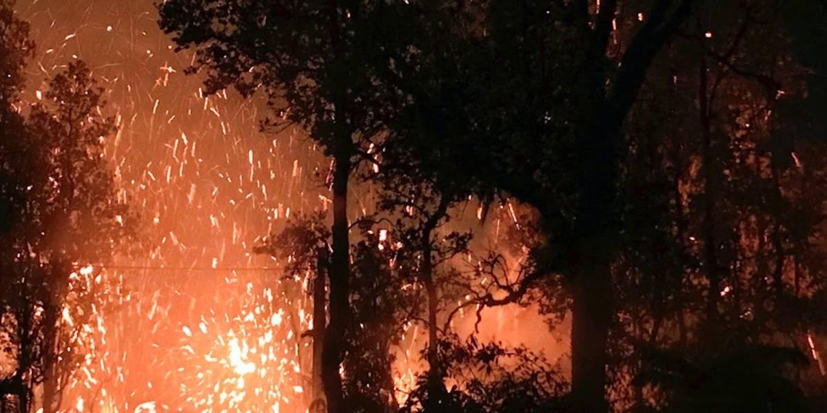 Volcán arroja de nuevo lava y dióxido de azufre en Hawai