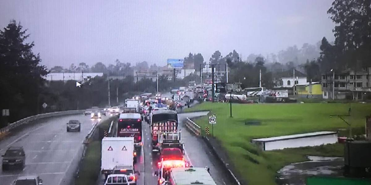 Dos heridos tras choque múltiple en la Panamericana Sur