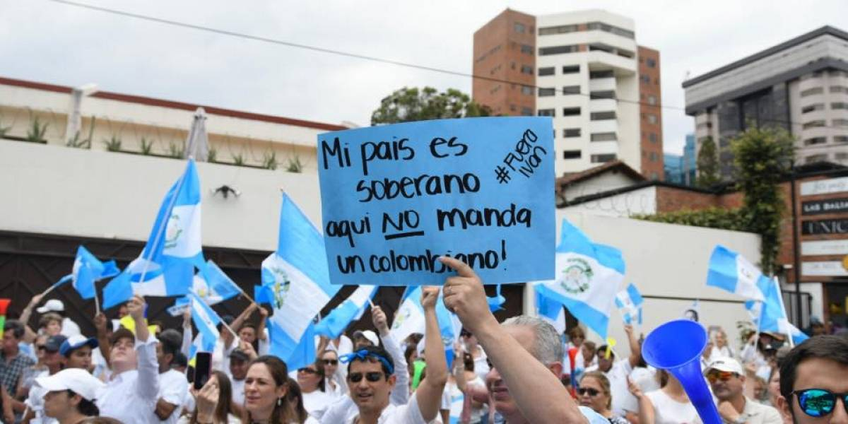 EN IMÁGENES. Las consignas y carteles en la protesta por la salida del comisionado de la CICIG