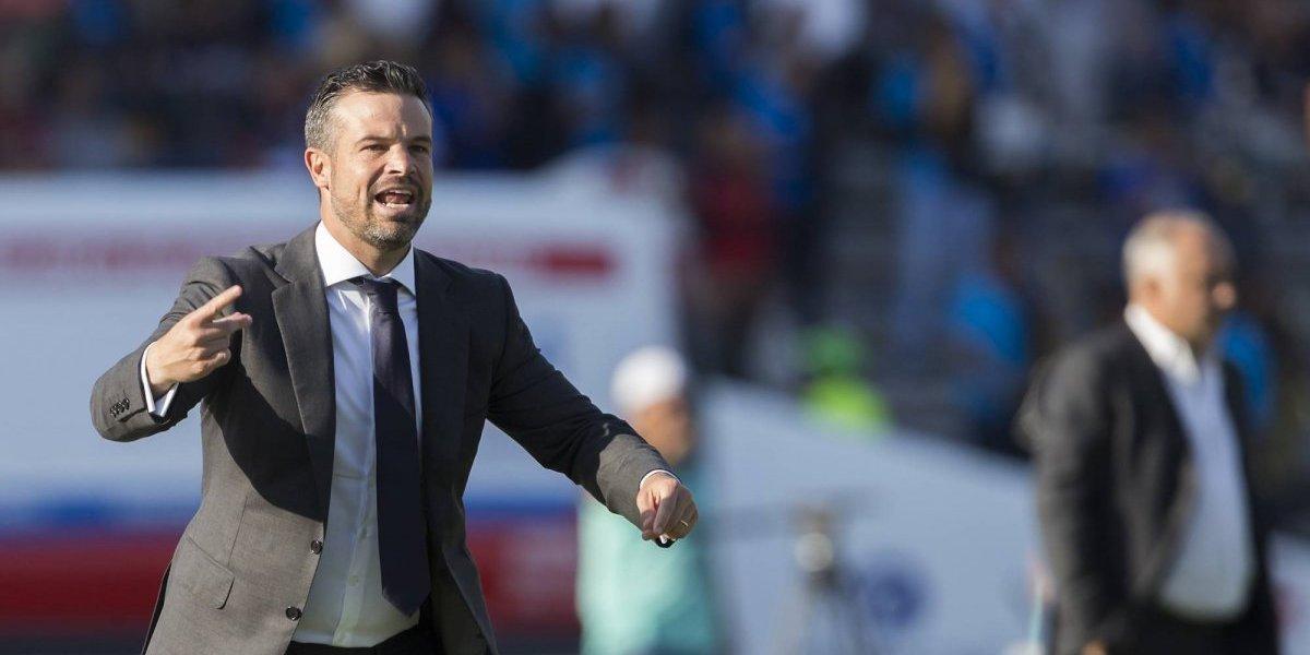 Luis Fernando Tena deja el banquillo de Querétaro