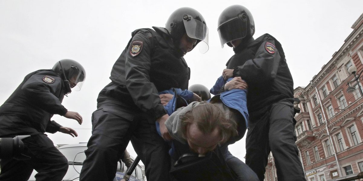 Más de mil arrestados en protestas contra Vladimir Putin