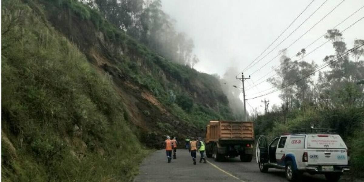 Vía antigua a Nayón se encuentra cerrada por deslizamiento de tierra