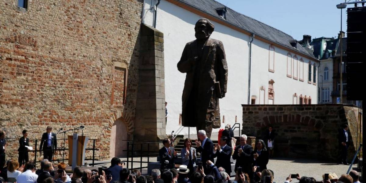 Cidade alemã inaugura estátua colossal de Karl Marx