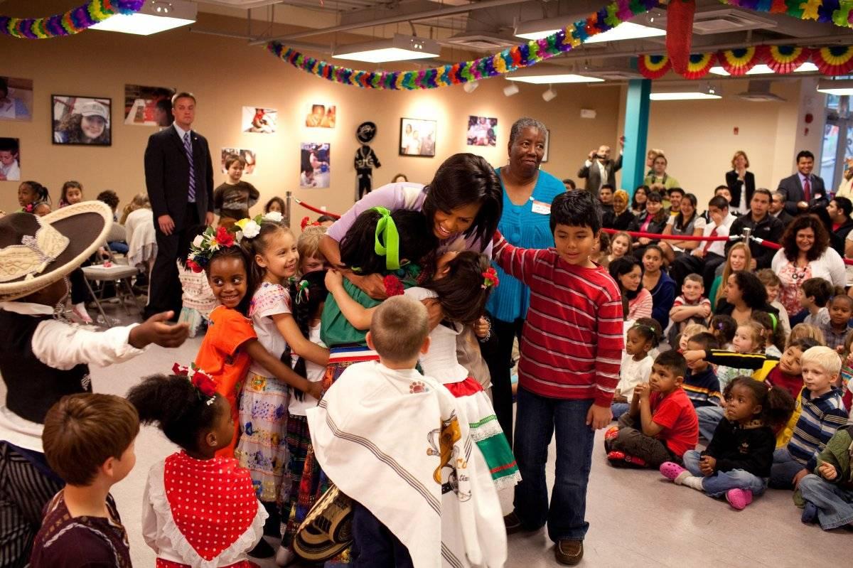 Michelle Obama celebra con niños en el año 2009 Foto: Getty Images