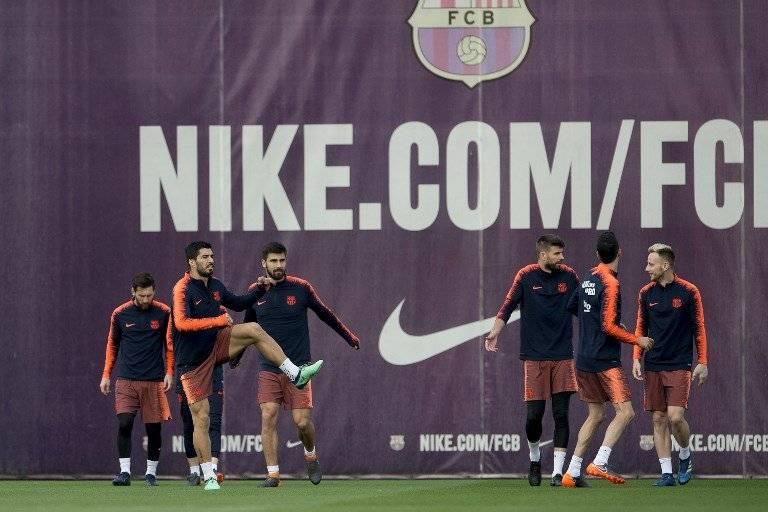 Los jugadores del Barcelona en el entreno previo al clásico