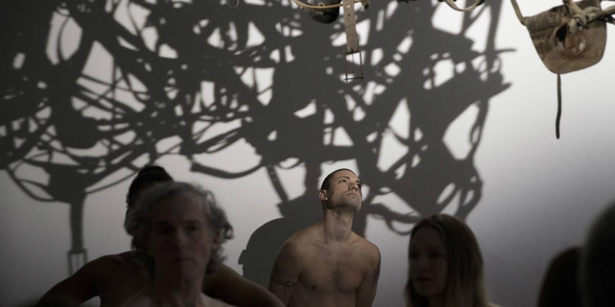 Museo en París acepta visita de nudistas