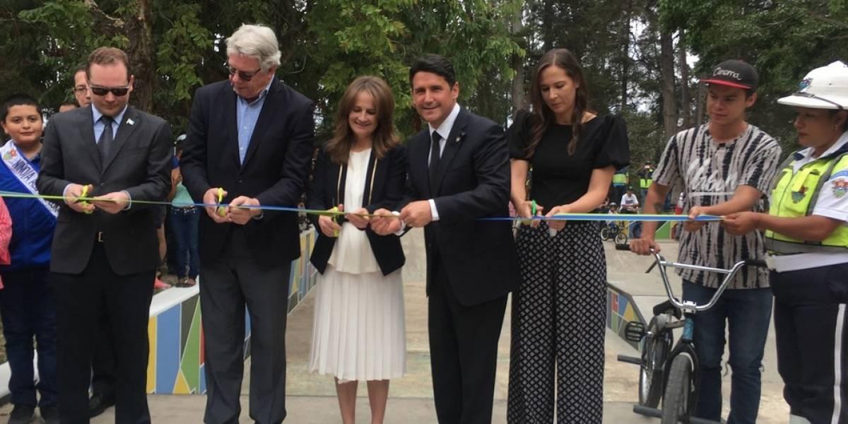 Rinden homenaje póstumo a expresidente Álvaro Arzú
