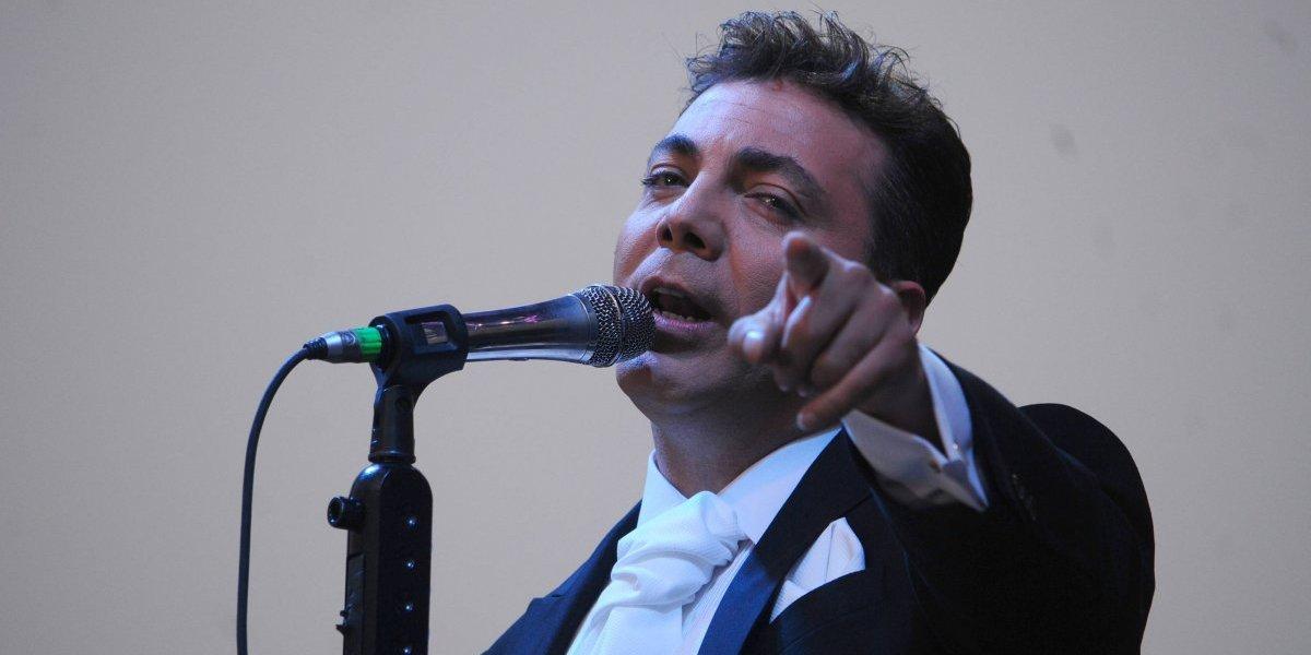 Cristian Castro muestra de más en concierto y es fuertemente criticado