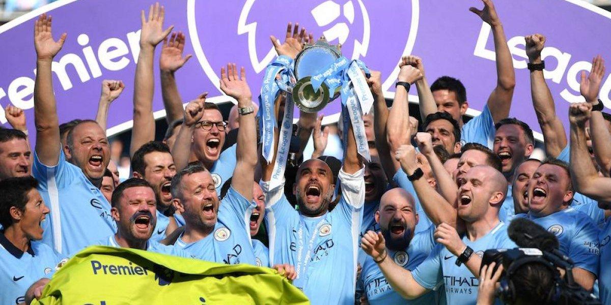 Manchester City recibe el trofeo de campeón de la Premier League