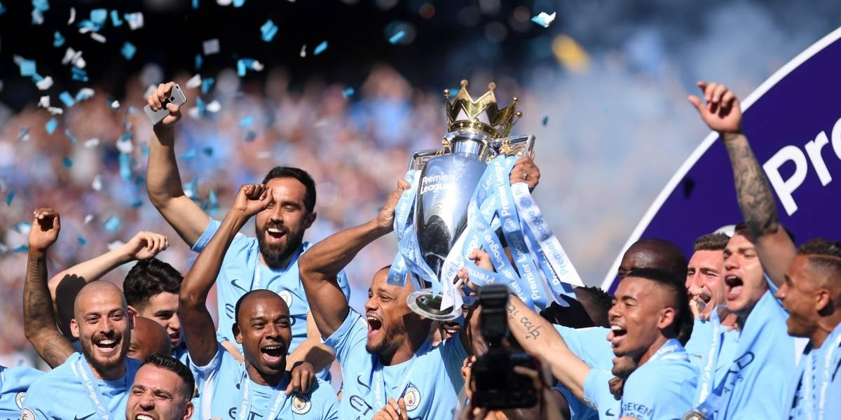 Manchester City recibió el trofeo de la Premier League en un opaco empate ante Huddersfield
