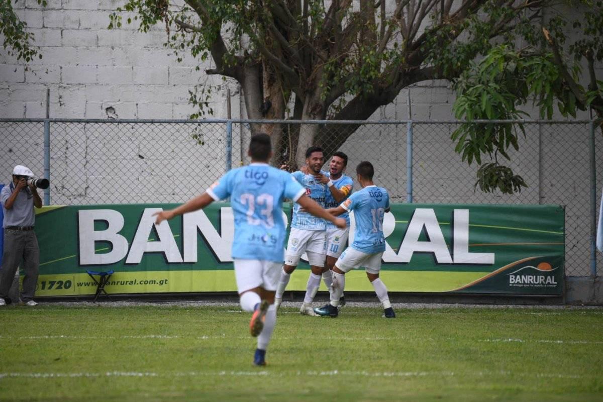 Bebote Pérez celebra su gol ante Municipal