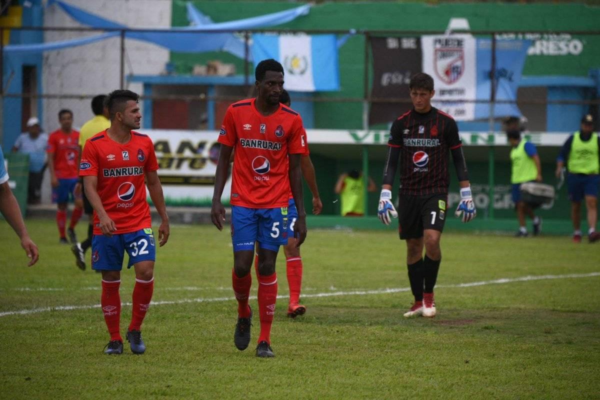 Los jugadores rojos al final del primer tiempo en Sanarate