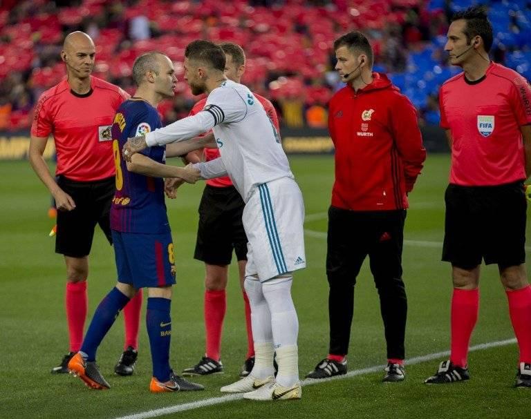 Iniesta, capitán del Barcelona, y Ramos el del Madrid
