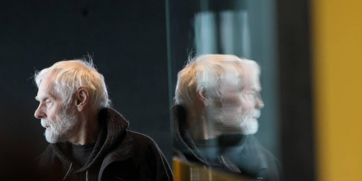 Científicos encuentran una posible razón por la que algunos pelos se convierten en canas